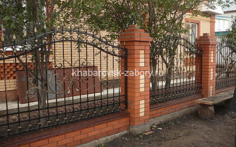 строительство заборов с ковкой в Хабаровске