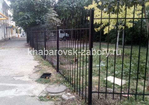 изготовление забора из профильной трубы в Хабаровске